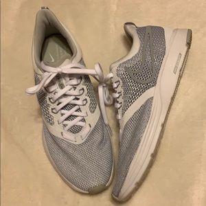 Woman's Nike zoom